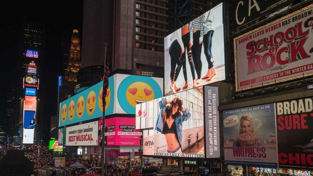 moodmama-digital-pubblicita-citta-cartelloni